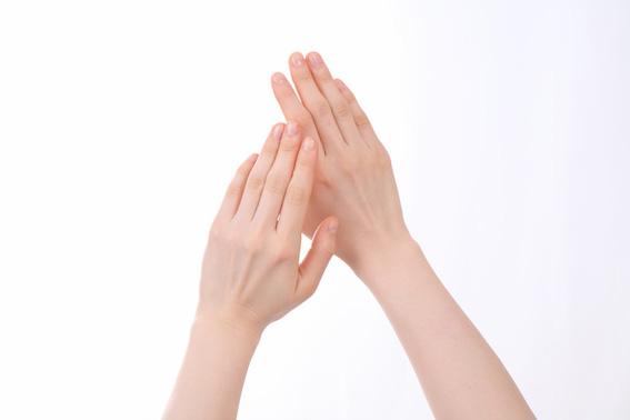 噛む 爪 の を 人 癖 ある