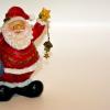 サンタクロースの起源は?赤い服の由来やプレゼントを靴下に入れる理由